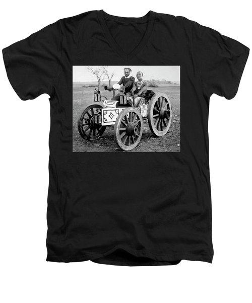 Zulu Motor Cab 1903 Men's V-Neck T-Shirt