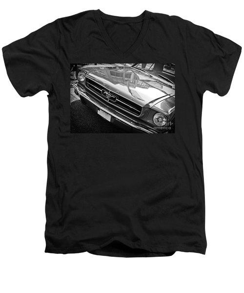 Ford Mustang Vintage 2 Men's V-Neck T-Shirt