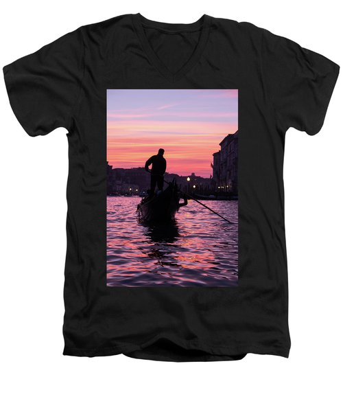Gondolier At Sunset Men's V-Neck T-Shirt