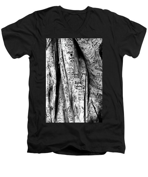 Love Signs Men's V-Neck T-Shirt