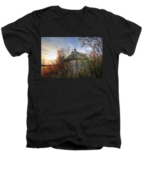 Old Calder Church Men's V-Neck T-Shirt