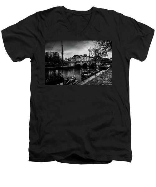 Paris At Night - Seine River Towards Pont Neuf Men's V-Neck T-Shirt