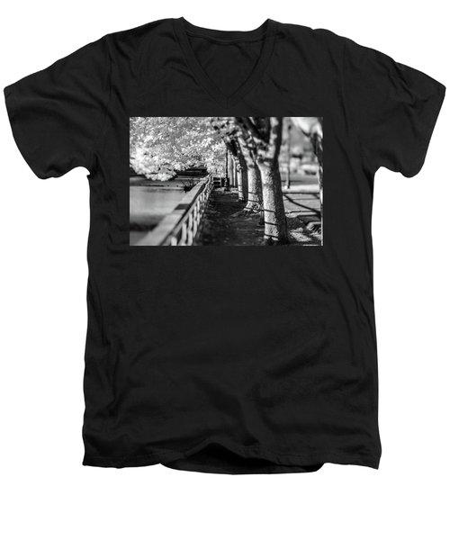 River Lines Men's V-Neck T-Shirt