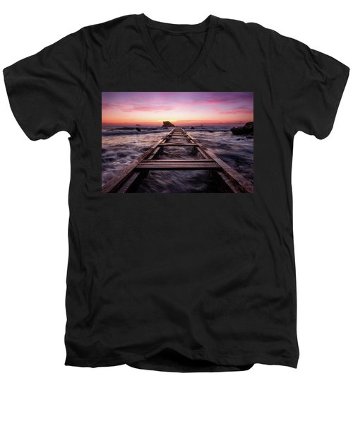 Sunset Shining Over A Wooden Pier In Livorno, Tuscany Men's V-Neck T-Shirt