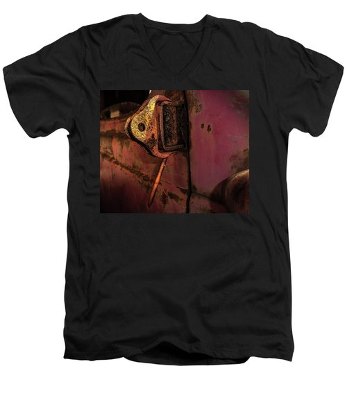Truck Hinge Men's V-Neck T-Shirt