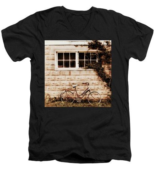 Vintage Bicycle Men's V-Neck T-Shirt