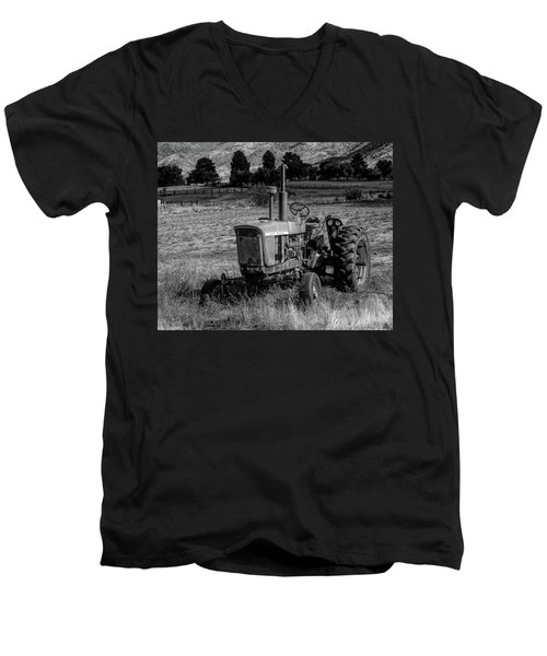 Vintage Tractor In Honeyville Bw Men's V-Neck T-Shirt