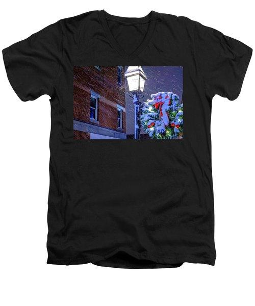 Wreath On A Lamp Post Men's V-Neck T-Shirt