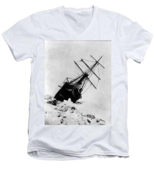 Shackletons Endurance Trapped In Pack Men's V-Neck T-Shirt