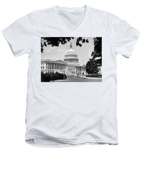 The Capitol Building Men's V-Neck T-Shirt by Underwood Archives