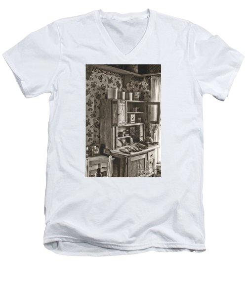 1800s Kitchen Men's V-Neck T-Shirt