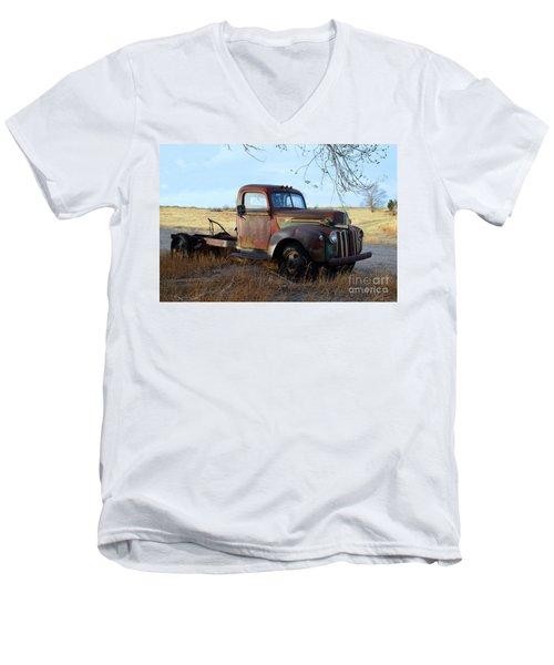 1940s Ford Farm Truck Men's V-Neck T-Shirt