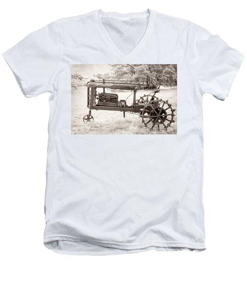 Antique Tractor Men's V-Neck T-Shirt
