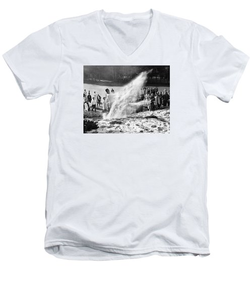 Arnold Palmer At Pebble Beach California Rey Ruppel Photo Circa 1955 Men's V-Neck T-Shirt
