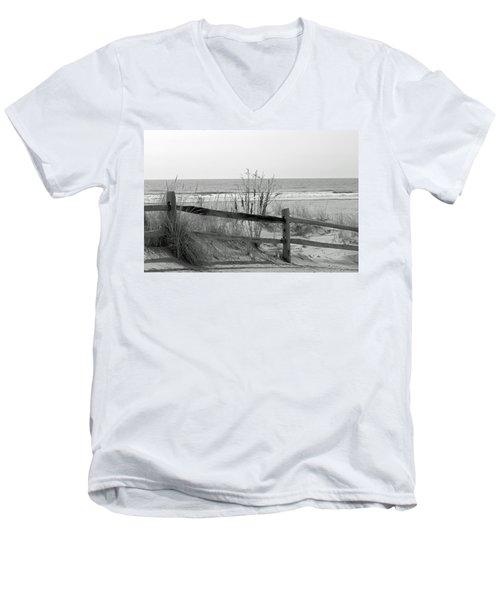 B And W Beach Men's V-Neck T-Shirt