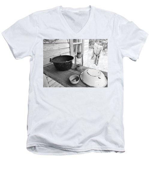 Back In Time B - W Men's V-Neck T-Shirt