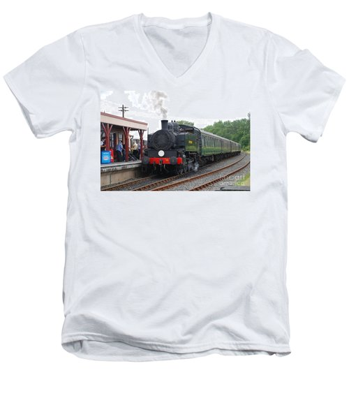 Bodiam Station Men's V-Neck T-Shirt