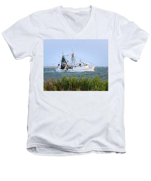 Carolina Girls Shrimp Boat Men's V-Neck T-Shirt