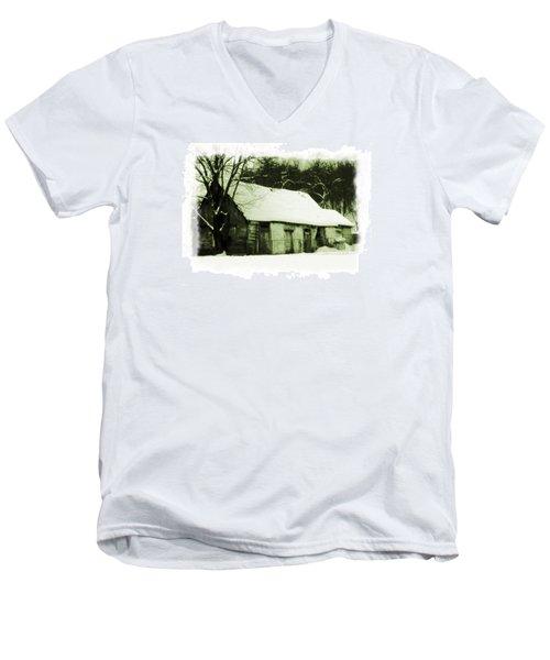 Countryside Winter Scene Men's V-Neck T-Shirt