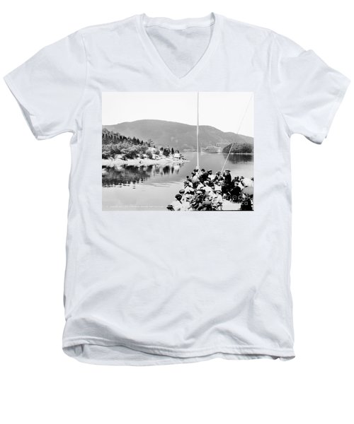 Dayliner At The Narrows In Black And White Men's V-Neck T-Shirt
