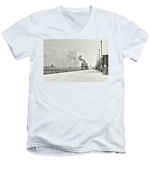 Dockyard Men's V-Neck T-Shirt