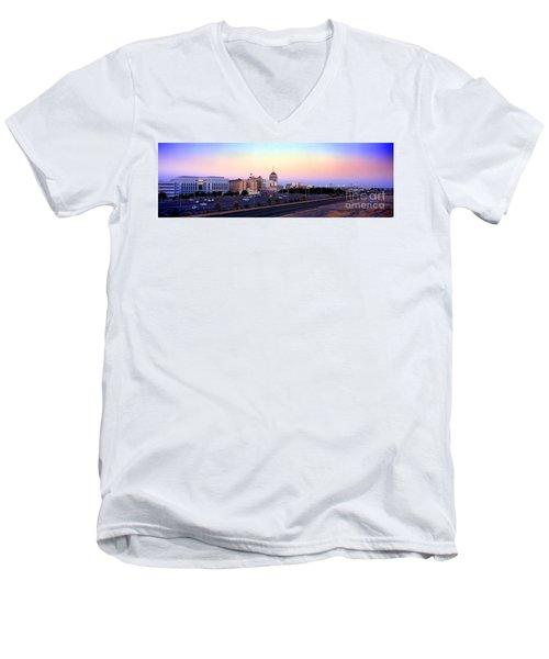Fresno Skyline Into The Evening Men's V-Neck T-Shirt