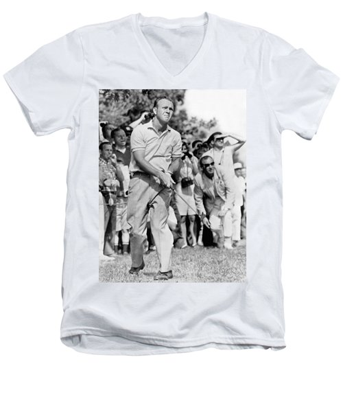 Golfer Arnold Palmer Men's V-Neck T-Shirt
