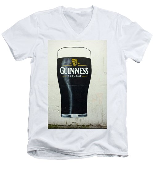 Guinness - The Perfect Pint Men's V-Neck T-Shirt