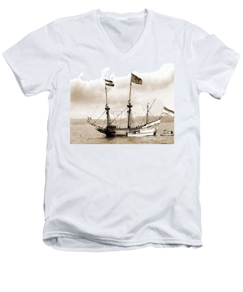 Half Moon Re-entered Hudson River After An Absence Of 300 Years In Sepia Tone Men's V-Neck T-Shirt