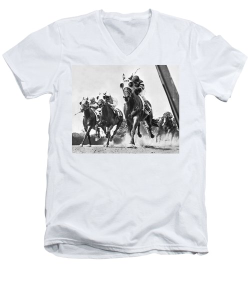 Horse Racing At Belmont Park Men's V-Neck T-Shirt