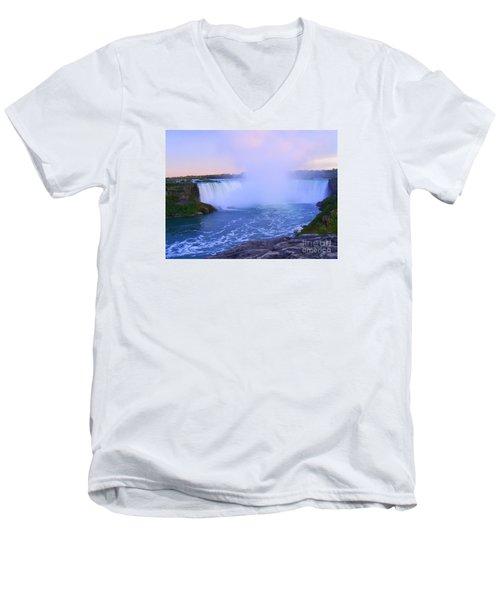 Horseshoe Falls Sunset In The Summer Men's V-Neck T-Shirt