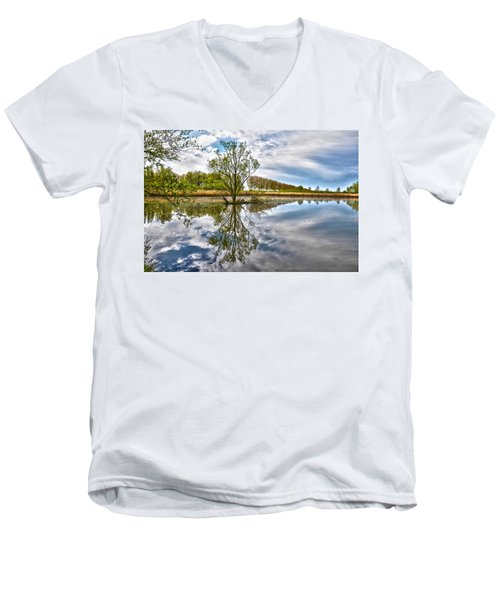 Island Tree Men's V-Neck T-Shirt