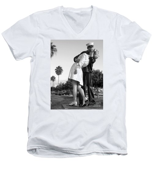 Kissing Sailor And Nurse Men's V-Neck T-Shirt