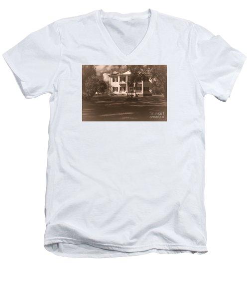 Liendo Plantation Home Men's V-Neck T-Shirt