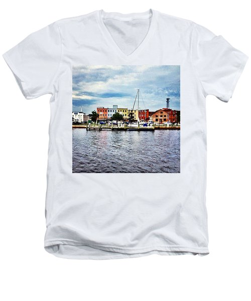 Little Washington Men's V-Neck T-Shirt