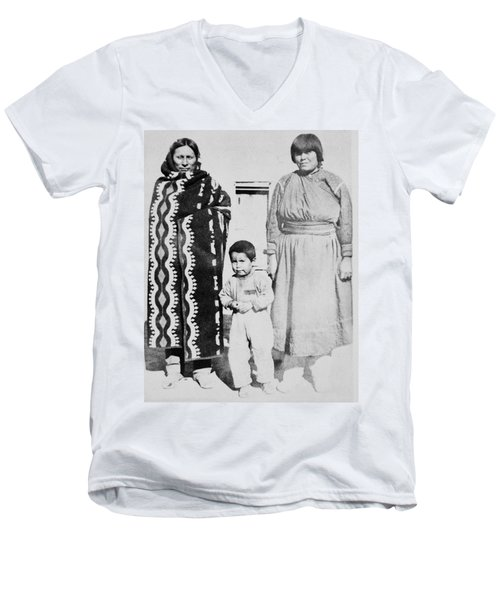 Men's V-Neck T-Shirt featuring the photograph Maria Martinez (1887-1980) by Granger