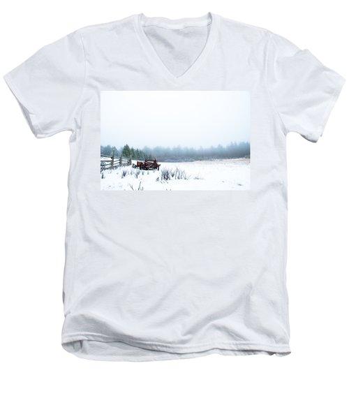 Old Manure Spreader Men's V-Neck T-Shirt