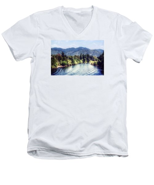 Oregon Views Men's V-Neck T-Shirt