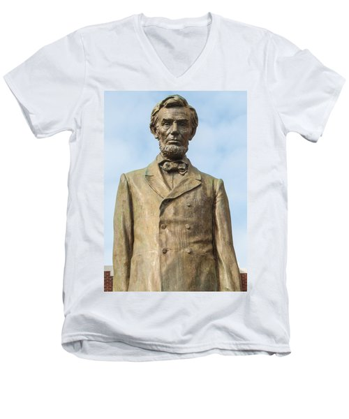 President Lincoln Statue Men's V-Neck T-Shirt