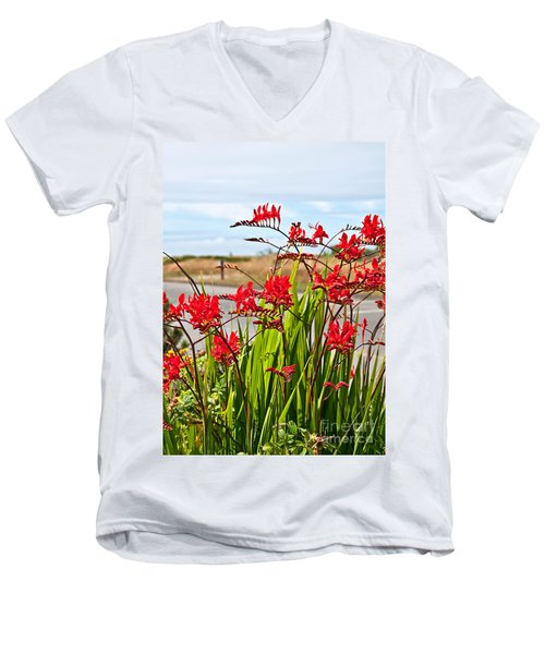 Red Flowers Crocosmia Lucifer Montbretia Plant Art Prints Men's V-Neck T-Shirt