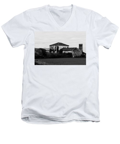 Rustic Outbuildings In A Field  Men's V-Neck T-Shirt