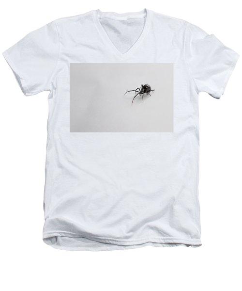 Southern Black Widow Spider Men's V-Neck T-Shirt