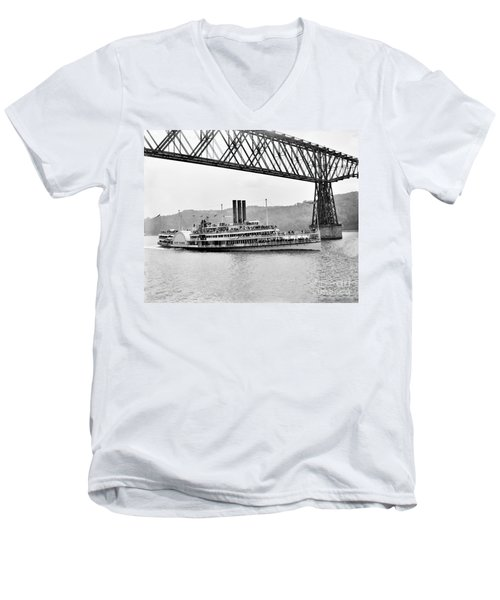 Steamer Albany Under Poughkeepsie Trestle Black And White Men's V-Neck T-Shirt