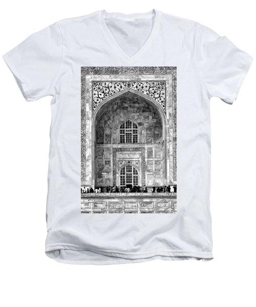 Taj Mahal Close Up In Black And White Men's V-Neck T-Shirt