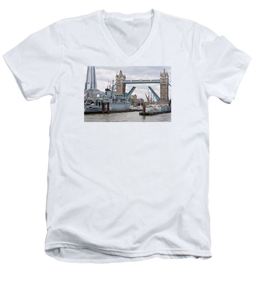 Tower Bridge Opens Men's V-Neck T-Shirt