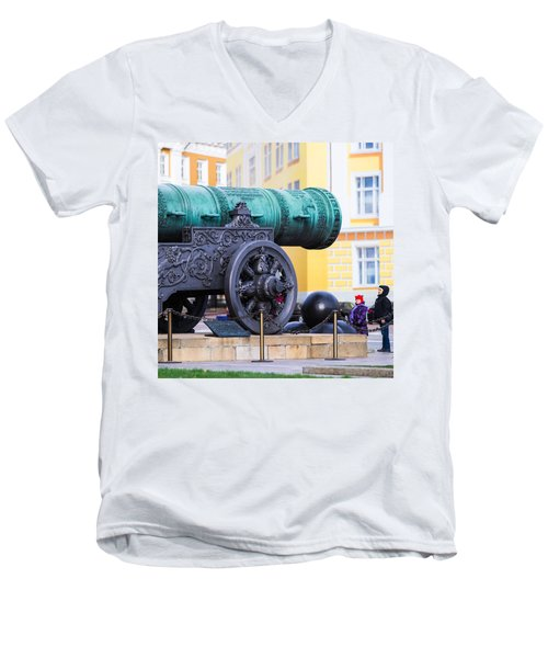 Tzar Cannon Of Moscow Kremlin - Square Men's V-Neck T-Shirt