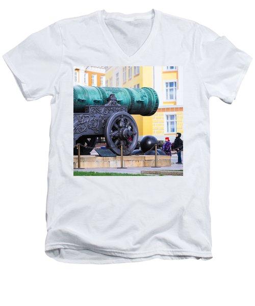 Tzar Cannon Of Moscow Kremlin - Square Men's V-Neck T-Shirt