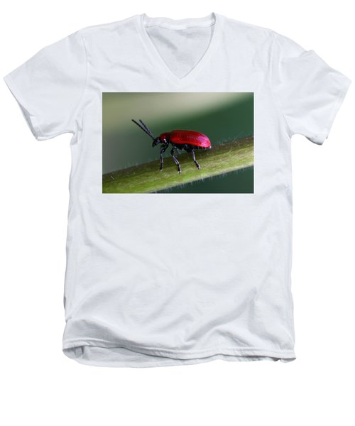 Men's V-Neck T-Shirt featuring the photograph Under Way by Annie Snel