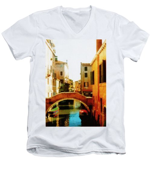 Venice Italy Canal With Boats And Laundry Men's V-Neck T-Shirt