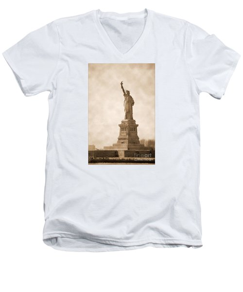 Vintage Statue Of Liberty Men's V-Neck T-Shirt by RicardMN Photography